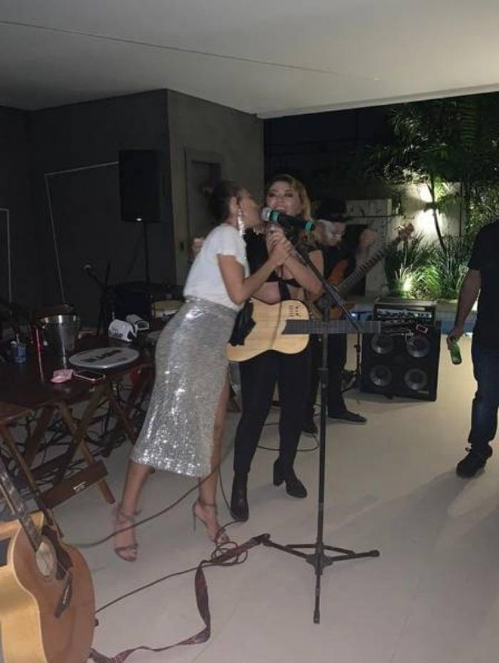 Juliana Paes com a cantora Luka