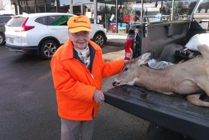 Aos 104 anos, Florence Teeters se torna a pessoa mais velha a obter licença de caça em Wisconsin