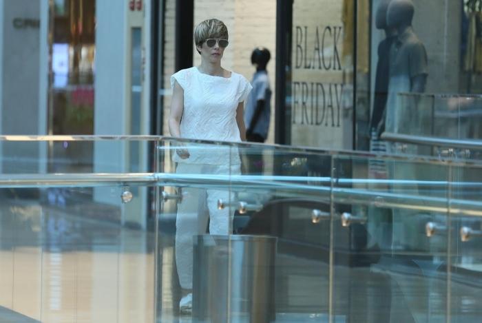 Ana Furtado é vista em shopping de milionários. Veja fotos!