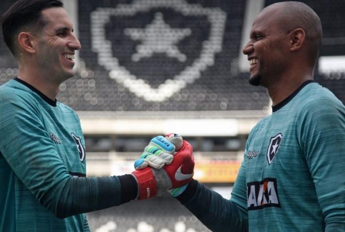 O ex-goleiro Jefferson (D) mandou uma mensagem para o paraguaio Gatito Fernández
