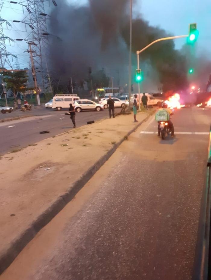 Moradores fecharam a Niterói-Manilha após a morte da mulher