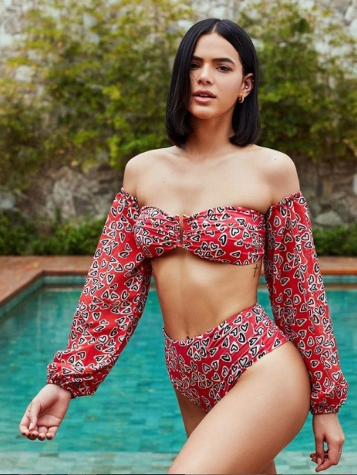 Bruna Marquezine lança coleção de moda praia