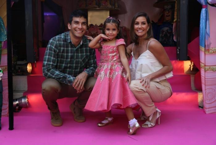 A pequena Maria Flor ganhou um festão com tema de princesas da Disney no último sábado