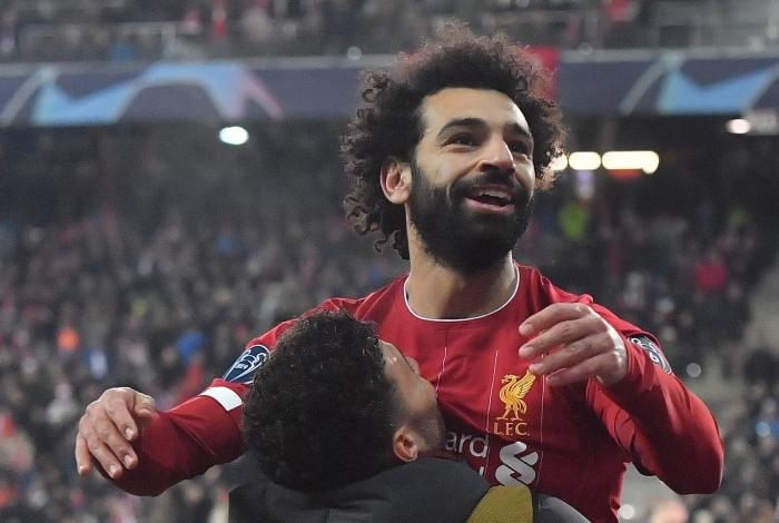 O egípcio Salah comemora seu golaço no estádio do Salzburg
