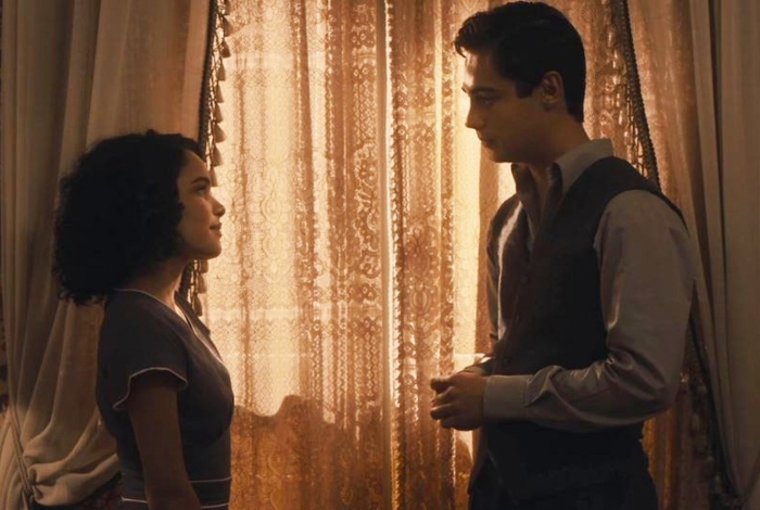 'Éramos Seis': Inês (Carol Macedo) e Carlos (Danilo Mesquita) conversam na casa de Lola (Gloria Pires)