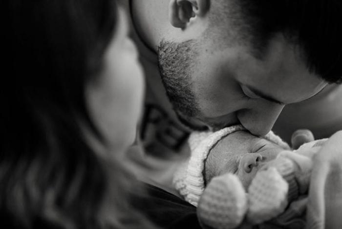 Marília Mendonça mostra o rostinho do filho