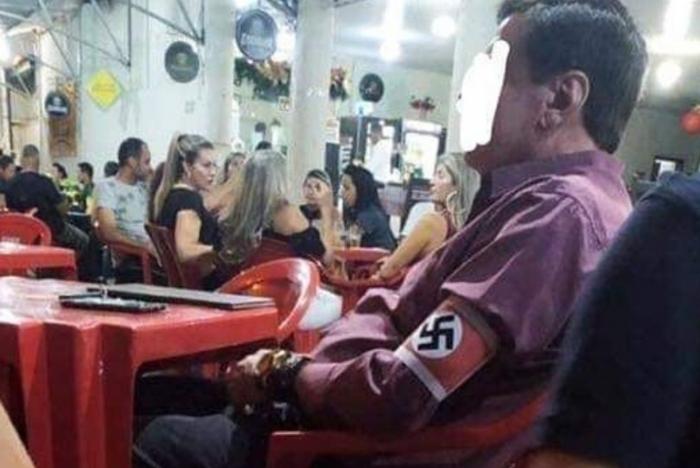 O deputado federal David Miranda (PSOL-RJ) compartilhou a foto do homem no bar