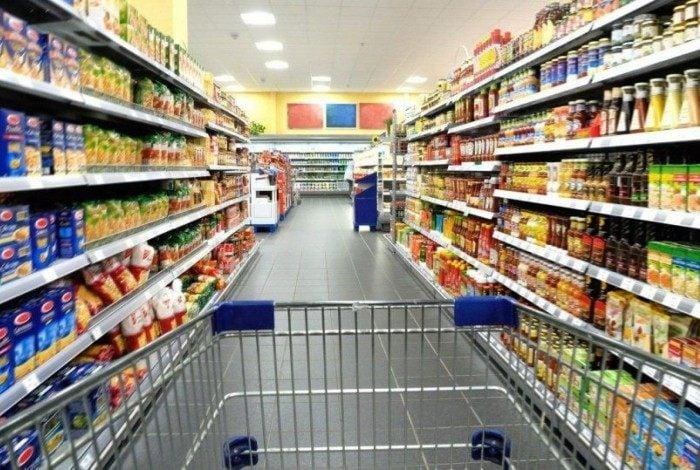 Marcas reduzem o tamanho dos produtos sem aumentar o preço para disfarçar a inflação
