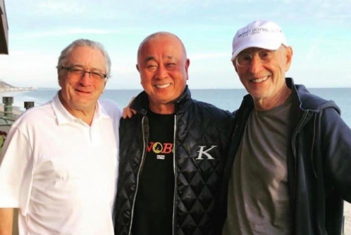 Robert De Niro, chef Nobu Matsuhisa e Meier Tepper, no Nobu Malibu