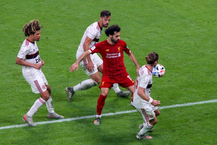 Liverpool's Egyptian midfielder Mohamed Salah (C) is marked by Flamengo's midfielder Willian Arao (L) and Flamengo's defender Felipe Luis (R) during the 2019 FIFA Club World Cup Final football match between England's Liverpool and Brazil's Flamengo at the Khalifa International Stadium in the Qatari capital Doha on December 21, 2019. (Photo by Mustafa ABUMUNES / AFP)