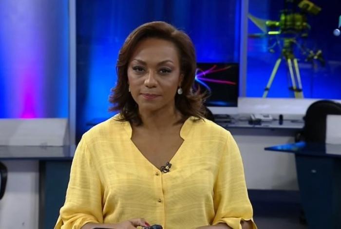 Apresentadora da RedeTV! é demitida após transferência para os Estados Unidos