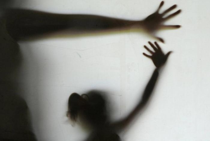 Homem em liberdade condicional por estupro é preso por abusar de sobrinha