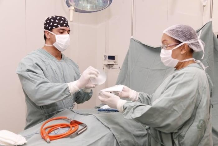Gustavo Aquino, cirurgião plástico