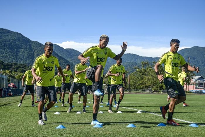 Jogadores do sub-20 rubro-negro começaram a treinar ontem no CT do Ninho, de olho no Carioca