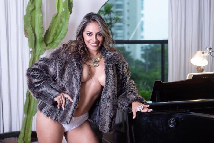 Alessandra Mattos é musa da Renascer de Jacarepaguá