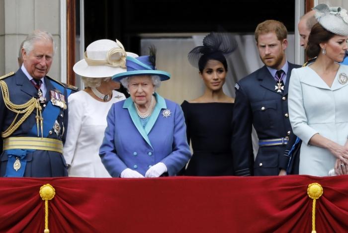 Na foto de 10 de julho de 2018, a rainha Elizabeth II da Grã-Bretanha, Meghan, o príncipe Harry da Grã-Bretanha, na varanda do Palácio de Buckingham, em Londres
