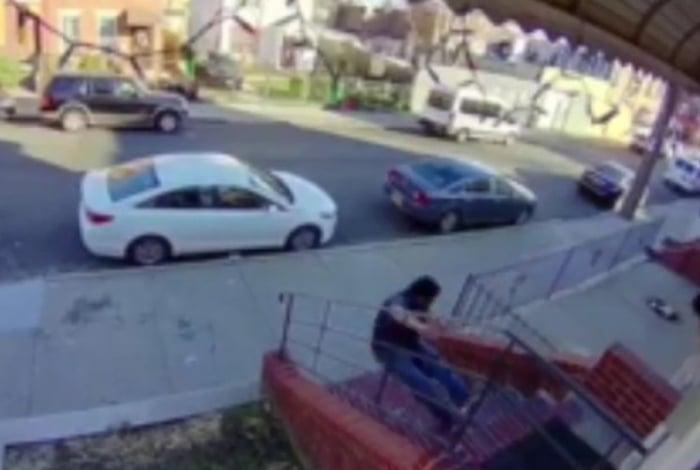 Imagens do incidente foram registradas por uma câmera de segurança