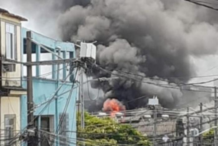 Fumaça de incêndio em igreja em Duque de Caxias era vista de longe