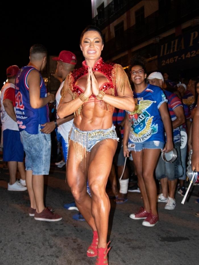 Gracyanne Barbosa no primeiro dia de ensaio de rua da União da Ilha