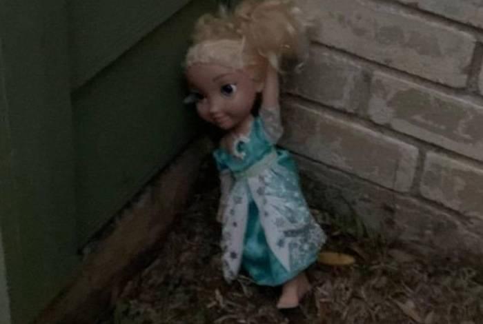 A boneca 'assombrada' foi enviada para a casa de um amigo da família a mais de 2 mil quilômetros de distância