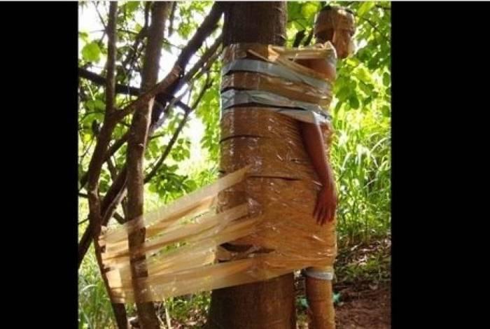 Jovem de 19 anos é amarrado com fita crepe em árvore por traficantes