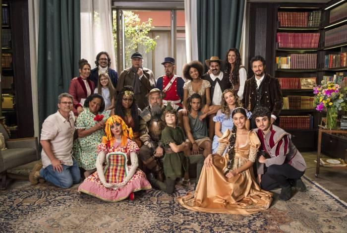 Alberto (Antonio Fagundes) imagina a família como personagens clássicos da literatura, em 'Bom Sucesso'