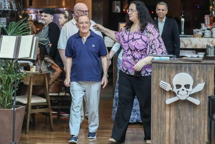 Renato Aragão, o eterno Didi, almoça em restaurante de Henrique Fogaça, em Shopping de milionários