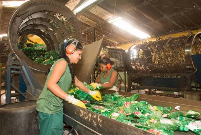 A cervejaria vai garantir que embalagens de marcas como Guaraná Antarctica e Pepsi não gerem poluição plástica no meio ambiente