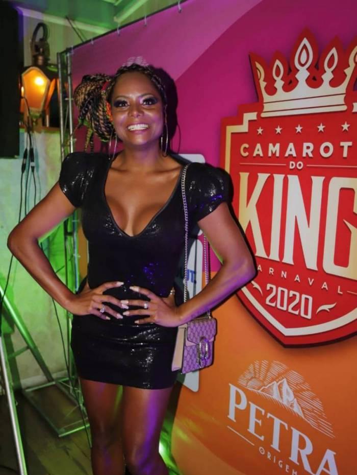 Adriana Bombom é nomeada musa do camarote do King