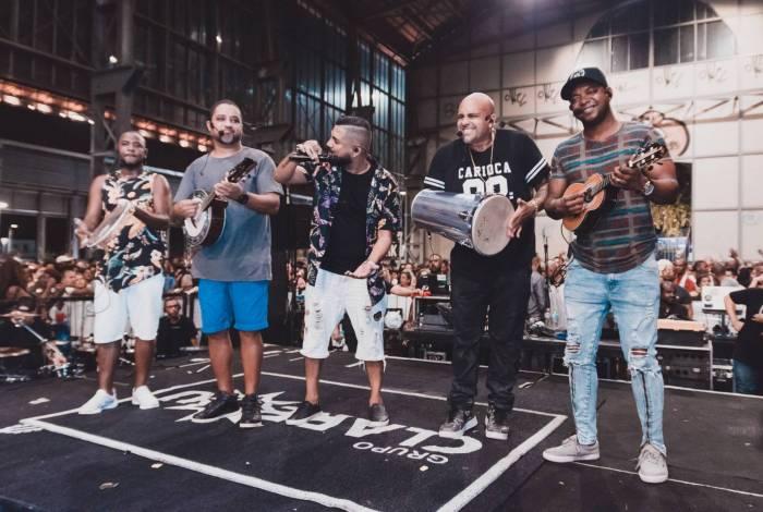 O grupo Clareou é a atração do samba da feira