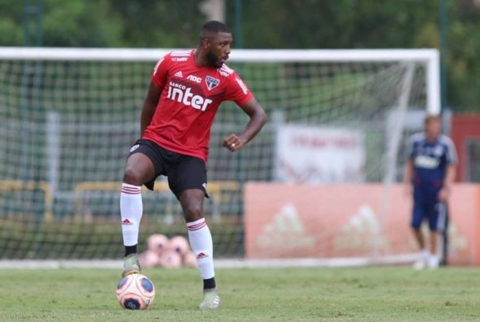 Jucilei está fora dos planos no São Paulo: alto salário levou o Vasco a tentar dividir o pagamento