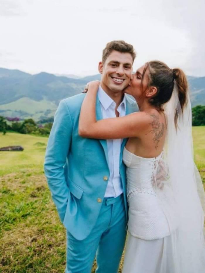 Mariana Goldfarb mostra foto de casamento com Cauã Reymond