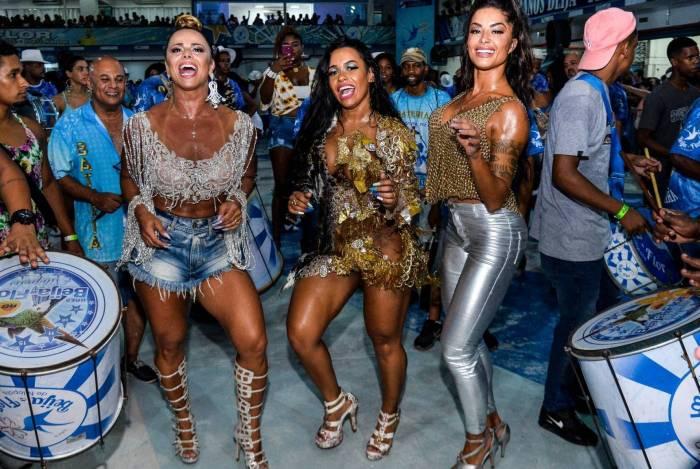 Viviane Araújo, Raíssa de Oliveira e Aline Riscado na Beija-Flor