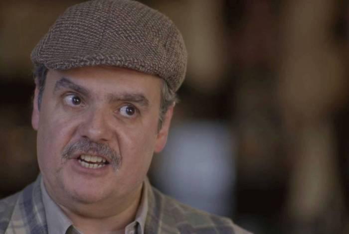 Afonso (Cássio Gabus Mendes) fica furioso com Shirley (Barbara Reis) em 'Éramos Seis'
