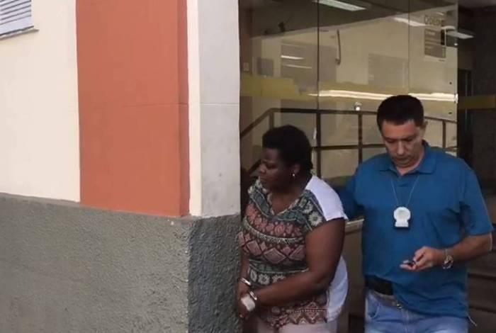 Claudete disse que tinha voltado de Hong Kong, na China, e estar com sintomas do coronavírus para ter prioridade no atendimento em UPA de Copacabana. Ela acabou presa por mentir