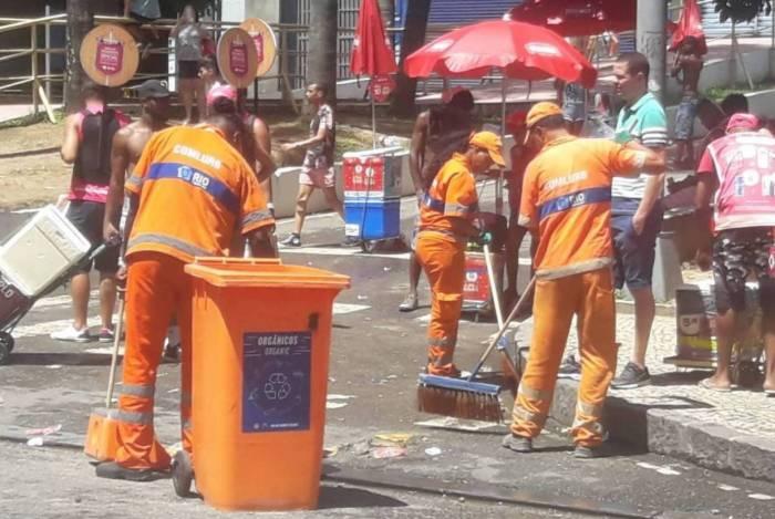 A manutenção é realizada antes, durante e após a passagem de cada bloco, incluindo a 'limpeza modo arrastão'