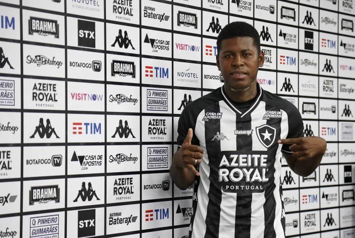 O equatoriano Gabriel 'Loco' Cortez foi apresentado pelo Botafogo