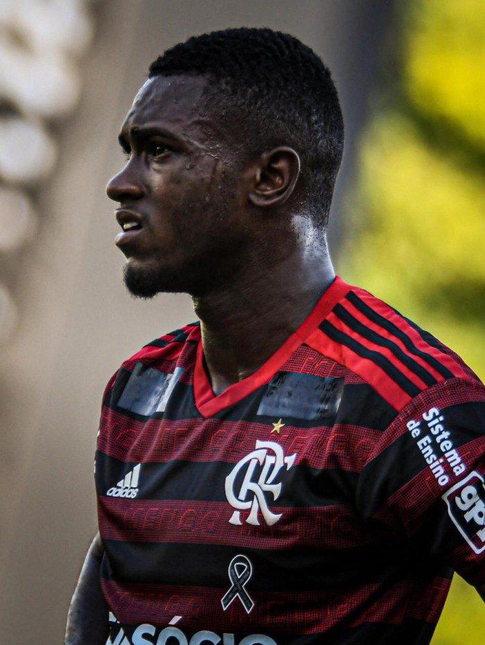 Otávio concentrado durante partida pelo Flamengo