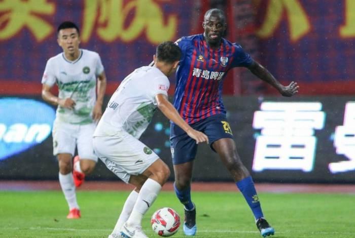 Yaya Touré está livre no mercado desde que deixou o futebol chinês