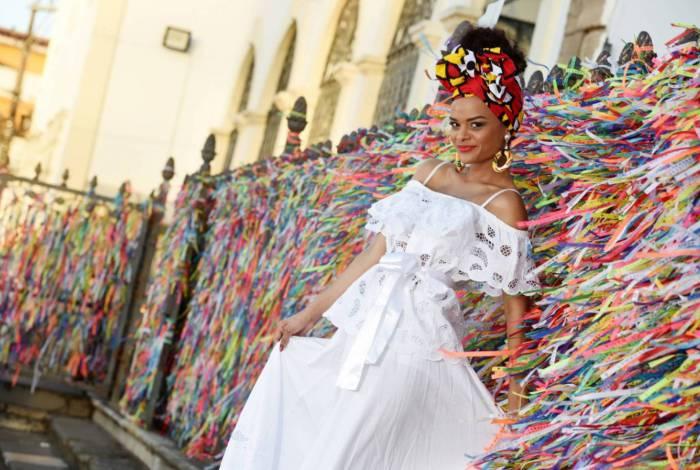 Anny Alves é musa da Porto da Pedra e destaque da União da Ilha