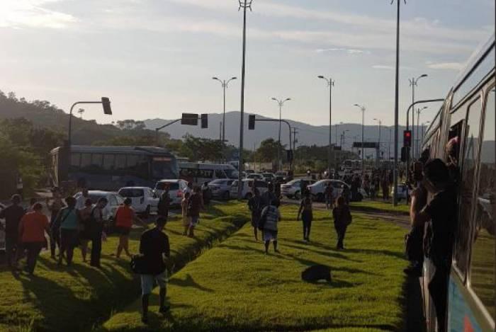 Manifestação na estação Mato Alto
