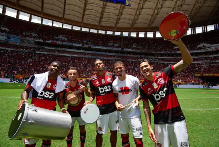 Jogadores do Flamengo comemoram a Supercopa do Brasil
