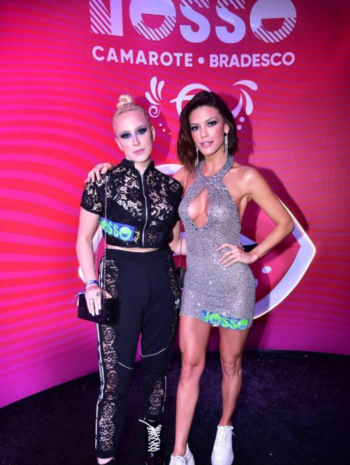 Vitória Strada e a namorada Marcela Rica no Camarote N1 na Marques de Sapucaí