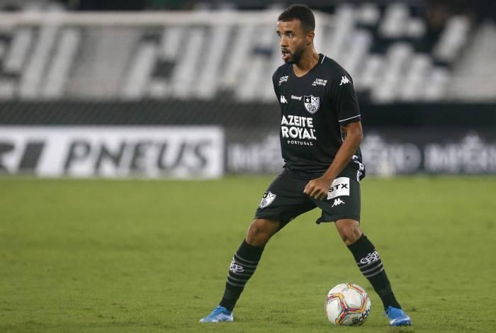 O volante Caio Alexandre começa a se destacar no Botafogo
