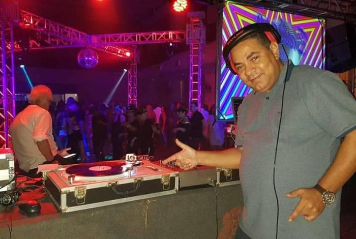 O DJ Alexandre Sampaio agita a Tijuca com a festa flashback, no Club Municipal