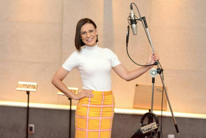 Andressa Urach grava sua primeira música