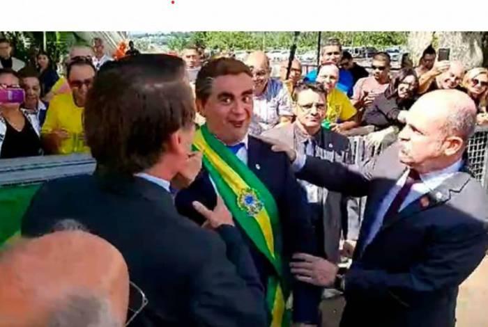 O presidente Jair Bolsonaro se encontrou com o humorista Carioca no Alvorada e evitou comentar o crescimento de apenas 1,1% do PIB no primeiro ano de governo