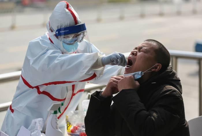 Teste realizado para covid-19, realizado em paciente, em Wuhan, na Chinva
