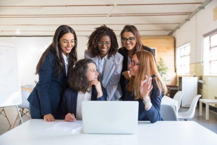 Mulheres recebem 49% a menos, segundo  pesquisa da Catho