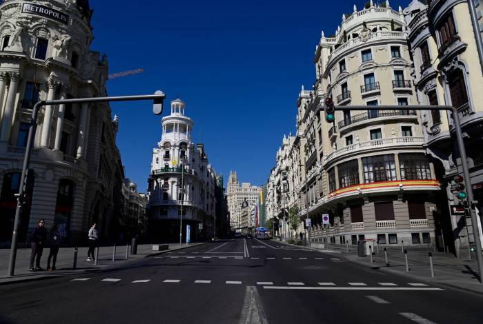Ruas de Madrid estão vazias durante a quarentena obrigatória na Espanha